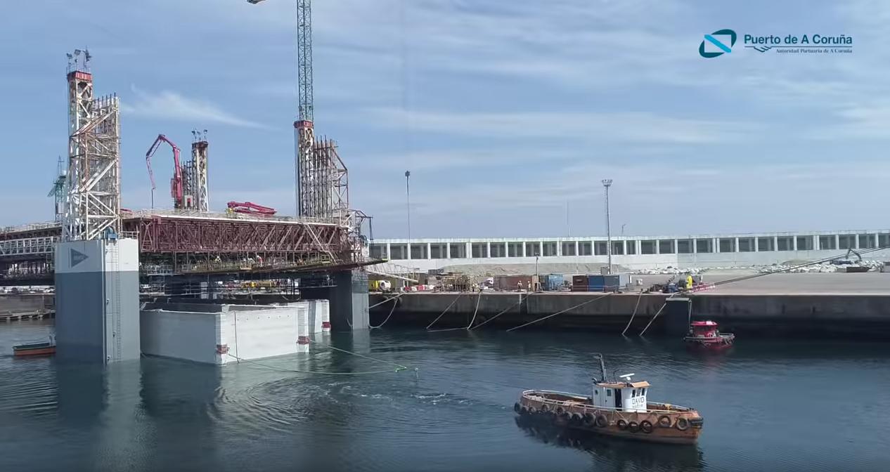 Construcción de grandes cajones de hormigón en el Puerto Exterior